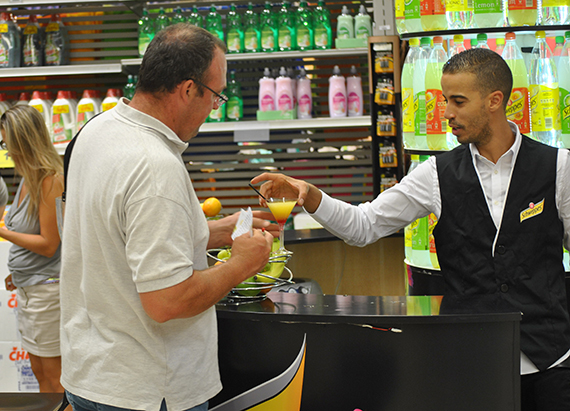 Animation d gustation schweppes marketing in store for Stand de degustation